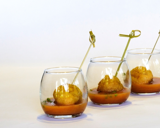 Albóndigas de Calamar sobre Crema de Zanahoria al Curry