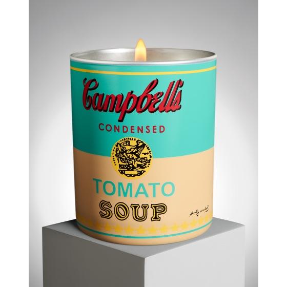 """Bougie parfumée dont le pot est décoré d'après le motif d'Andy Warhol """"Coloured Campbell's Soup Can, 1965"""", by Ligne Blanche Paris."""
