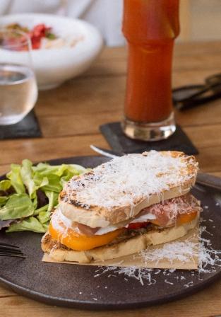 52 Mozzarella y Prosciutto San Daniele